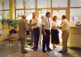Otwarcie Cukierni Tiramisu 16.08.1997 r. -  Wojciech Stykowski wita gości oraz pierwszych klientów