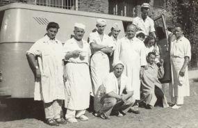 Wojciech Stykowski (stoi czwarty od lewej) Warszawskie Zakłady Ciastkarskie - lata 60-te