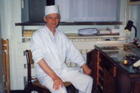 Wojciech Stykowski. Malutkie biuro na zapleczu cukierni na Warszawskiej Starówce - przełom lat 80 i 90-tych