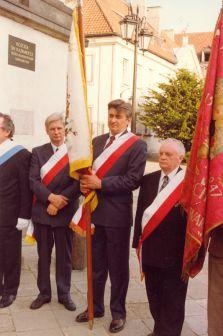Wojciech Stykowski (stoi trzeci od prawej) w poczcie sztandarowym Cechu Rzemiosł Spożywczych - lata 90-te