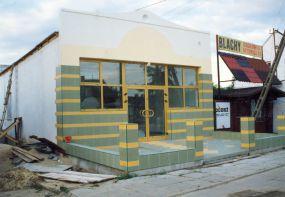 Budynek cukierni Tiramisu w Łomiankach - prace wykończeniowe